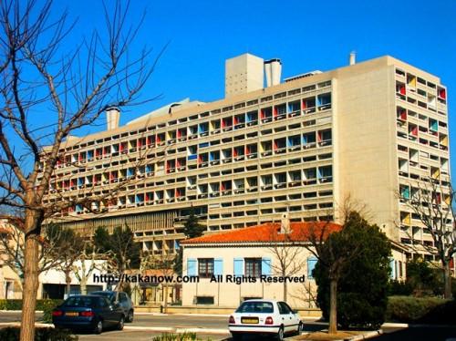 This is the very famous Cité radieuse de Marseille (radiant city).