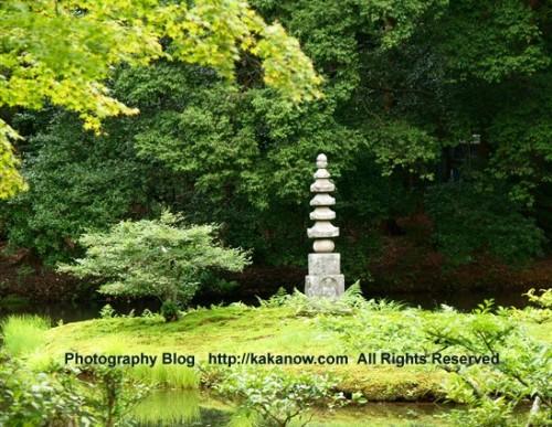 A small stone Buddhist pagoda in the Kinkakuji garden. Japan, Kyoto, Kinkaku-ji Temple, summer vacation. Photo by KaKa.