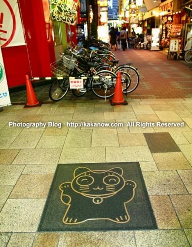 Another lovely manhole cover at shinsaibashi in Osaka, Japan. Photo by KaKa. http://kakanow.com