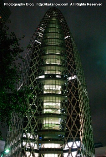 This is a design school and this modern building already become a new landmarks at Shinjuku, Tokyo. Japan, Photo by KaKa.