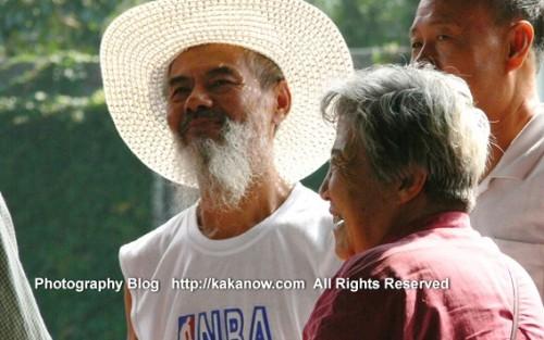 Vigorous Chinese olds in Park. China, Beijing, the Summer Palce (Yiheyuan). Photo by KaKa