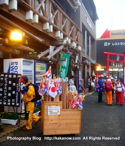 Mount Fuji platform 2400m, Japan Tour. Photo by KaKa.
