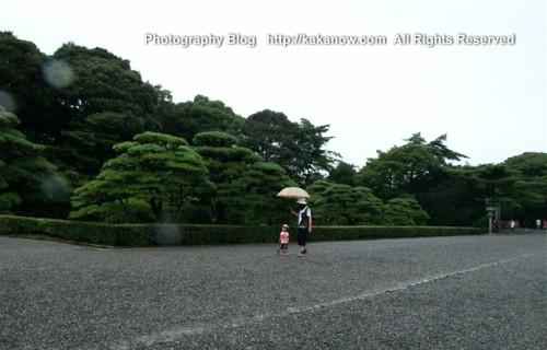 Mama bring her daughter to Ise Jingu, Japan Tour. Photo by KaKa.
