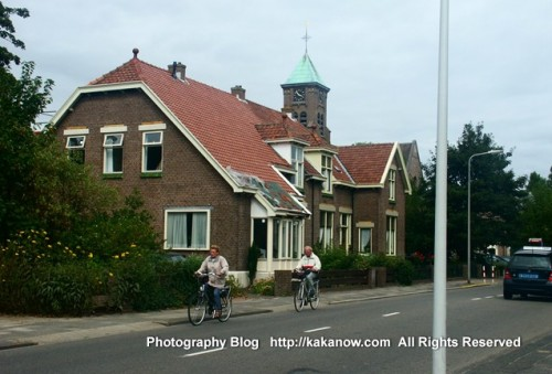 Old couple ride bikes together, Holland car drive travel, Photo by kaka.