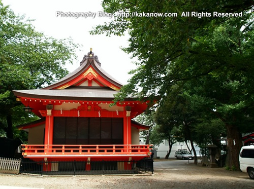 Japanese Prince marriage shrine is a red temple in Tokyo. Japan, Tokyo, photo by kaka.