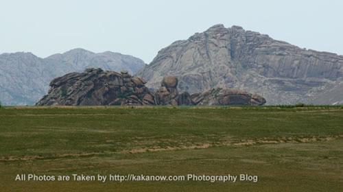 China travel, Inner Mongolia prairie, stone mount. Photo by KaKa.
