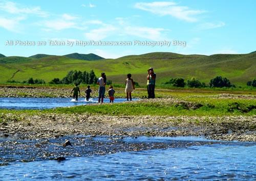 China travel, Inner Mongolia, Hing'an, Aer Mountain, local children. Photo by KaKa.