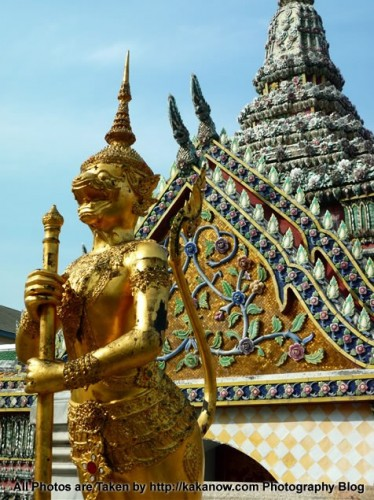Thailand Tour, Bangkok, Temple of the Emerald Buddha. Photo by KaKa.