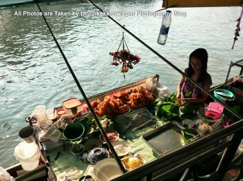 Thailand travel, Bangkok, Floating Market, Thailand special snacks. Photo by KaKa.