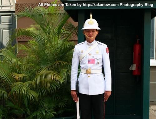 Thailand travel, Bangkok, Grand Palace guard. Photo by KaKa.