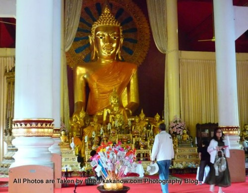 Thailand travel, Chiang Mai, Temple, Wat Phra Sing. Buddhist statues in the main hall. Photo by KaKa.
