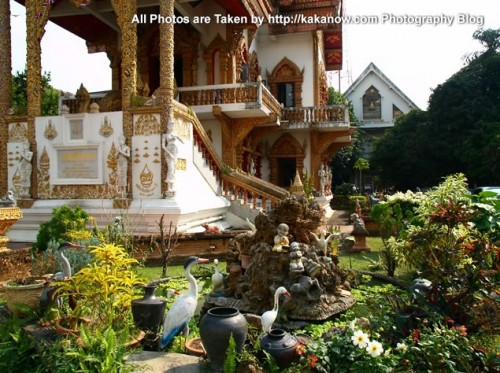 Thailand travel, Chiang Mai, a temple and garden in a community. Photo by KaKa.