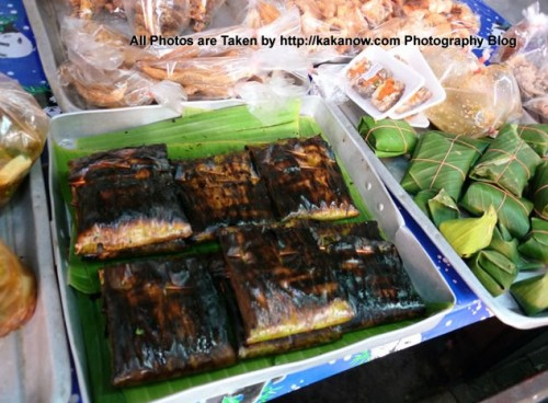 Thailand travel, a traditional market in Chiang Mai. Grilled fish in banana leaves. Photo by KaKa.