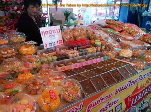 Thailand travel, Ayutthaya, Traditional market, Desserts. Photo by KaKa.