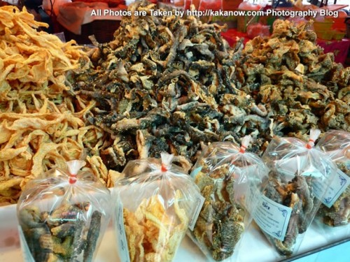 Thailand travel, Ayutthaya, Traditional market, Fried Fish Skin. Photo by KaKa.