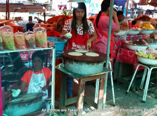 Thailand travel, Ayutthaya, Traditional market, Mother and Daughter Pancake. Photo by KaKa.