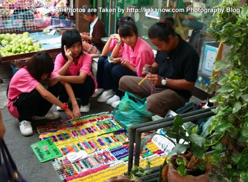 Thailand travel, Ayutthaya, Traditional market, middle school girls. Photo by KaKa.