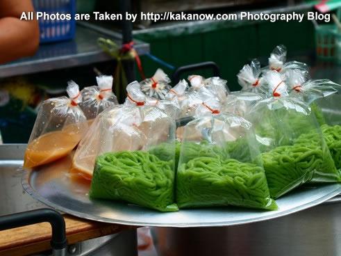 Thailand travel, Ayutthaya, Traditional market, Thailand Dessert. Photo by KaKa.