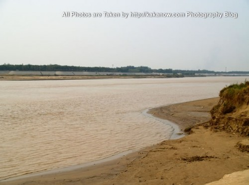 China travel, Shandong Province, Jinan, at the Yellow River Shore. Photo by KaKa.